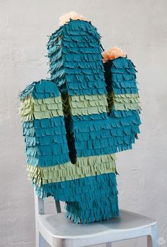 Easy DIY piñata pro tips (and - Think.Make. Easy DIY piñata pro tips (and - Think.Make.<br> DIY piñata pro tips help you make a centerpiece or kids activity for your next theme party. See how to make a piñata with basic craft supplies. Diy Arts And Crafts, Diy Crafts For Kids, Fun Crafts, Mexican Pinata, Mexican Party, Fiesta Theme Party, Party Themes, Diy Simple, Easy Diy