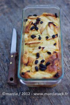 Gâteau de brioche perdue aux pommes et raisins secs