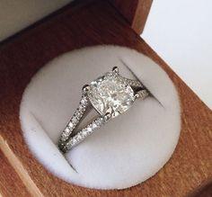 Astoria Diamond Ring ==