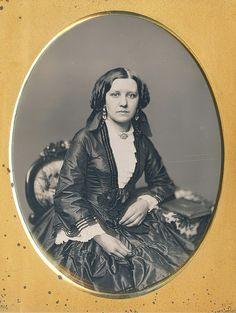 SIDE PART!!!  Beautiful seated lady, a half plate daguerreotype masterwork (via Dennis A. Waters Fine Daguerreotypes)