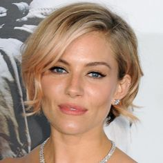 Office holiday parties can cause a little bit of a makeup freak-out. You want to look special but not crazy or over-the-top& water-cooler fodder. Which is why this eyeliner style Sienna Miller wore to the. Short Blonde, Blonde Hair, Damp Hair Styles, Short Hair Styles, New Hair, Your Hair, Hair Thickening Spray, Eye Liner Tricks, Looks Chic