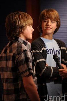 Dylan Sprouse Photo: more Dylan pics! Sprouse Bros, Dylan Sprouse, Suit Life On Deck, Teenage Boy Hairstyles, Karan Brar, Zack Y Cody, Cole Spouse, Cole Sprouse Jughead, Dylan And Cole