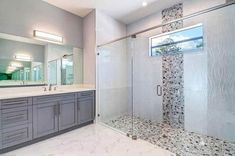 Walk in Shower Designs (Ultimate Guide) 2019 Bathroom with walk in shower and river rock tile floor and inlay The post Walk in Shower Designs (Ultimate Guide) 2019 appeared first on Shower Diy. Bathroom Tub Shower, Diy Shower, Custom Shower, Shower Floor, Bathroom Ideas, Bathroom Designs, Bathroom Flooring, Master Bathroom, River Rock Bathroom