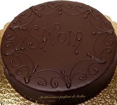 La torta Savoia è un dolce siciliano. La idearono le suore benedettine di Catania occasione dell' annessione del Regno di Sicilia al Regno d'Italia