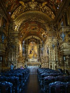 O belo interior da Igreja de São Francisco, no Rio de Janeiro - RJ