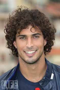 Thyago Alves, Brazilian model, b. Curly Hair Cuts, Curly Hair Styles, Beautiful Eyes, Gorgeous Men, Hispanic Men, Black Power, Male Face, Attractive Men, Good Looking Men