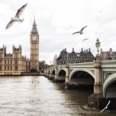 Heading into the weekend with our classic #London shot .. beautiful capture by @kseniaskos