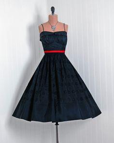 1950's Vintage Fred Perlberg Designer-Couture Black Embroidered-Eyelet Taffeta Low-Cut Petal Shelf-Bust Rockabilly Circle-Skirt Party Dress