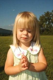 Precious little girl saying her prayers...how sweet.
