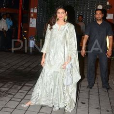 """1,846 Likes, 8 Comments - Pinkvilla (@pinkvilla) on Instagram: """"Athiya Shetty arrives in style at Arpita Khan's Diwali bash! @pinkvilla  . . #athiyashetty…"""""""
