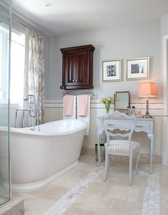 LOVE this tub! And the towel bar/storage right there, too