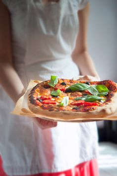 Simple and easy pizza! The classical way! Fun Food, Good Food, Pizza Tarts, Romanian Food, Pasta, Food Styling, Pastries, Food Photography, Food And Drink