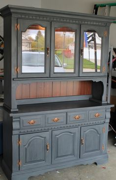 Looks like my mom's hutch... but I think she would have a coronary if I painted it....  lol...  so I won't.