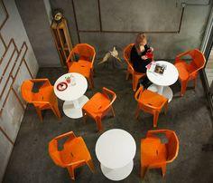Пластиковые стулья  для кафе Muze