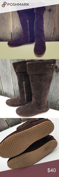 Zara. Size 7. Like new. Nice and warm. Great condition. Zara Shoes Winter & Rain Boots
