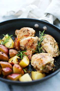 Savory chicken and red potatoes seasoned with butter, garlic, and fresh rosemary – all made in one pan with just 6 ingredients and ready in…