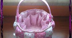 Holaa, hoy después de tener el blog mucho tiempo abandonado, quería emprender de nuevo la costumbre de ir poniendo las cositas que vo... Puff Quilt, Pillow Ideas, Baby Pillows, Painted Rocks, Drawstring Backpack, Basket, Quilts, Crochet, Blog