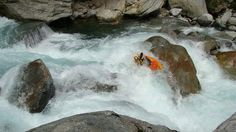 Simon Westgarth flaring a pillow wave to boof the slot on the Soana by Gene17kayaking