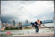 cincinnati engagement photos   Cincinnati-skyline-engagement-photo-1