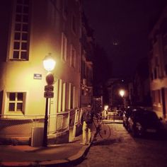 Rue Paul de Kock, by night
