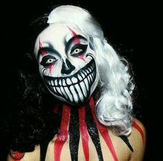 Evil Jester Clown Makeup - Every Kind of Clown Makeup You'd Possibly Want to Try This Halloween - Photos Halloween Clown, Halloween Makeup Looks, Halloween Horror, Halloween Photos, Halloween Face Paint Scary, Scary Face Paint, Halloween Makeup Clown, Jester Makeup, Scary Clown Makeup