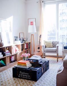 Mon salon douillet« Encore une bibliothèque basse – mon dada – pour ranger livres et objets. J'y ai posé un grand miroir, pour agrandir l'espace. Mes...
