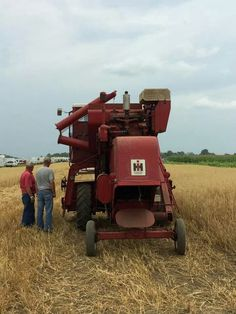 IH 101 Combine Farmall Tractors, Old Tractors, International Tractors, International Harvester, Cool Trucks, Big Trucks, Farming Technology, Combine Harvester, Future Farms