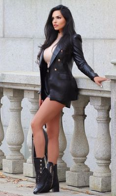 Model Outfits, Sexy Outfits, Beautiful Legs, Gorgeous Women, Non Blondes, Stylish Summer Outfits, Girl Fashion, Womens Fashion, Mode Style