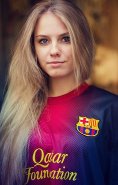 Barcelona by Shitikov Dmitry Hot Football Fans, Football Girls, Girls Soccer, Soccer Fans, Sporty Girls, Fc Barcelona, Barcelona Football, Soccer Photography, Fc Liverpool