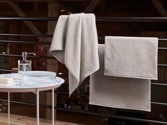 "Frottiertücher ""Fischbacher Prestige"", 19 Farben von Christian Fischbacher Towel, Color Boards, Laundry Detergent, Full Bath, Bathing, Homes, Nice Asses"