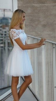 Konfirmationskjoler 2018 Colorful Prom Dresses, Girls Maxi Dresses, Off White Dresses, Dresses Short, Short Mini Dress, Flower Dresses, Ball Dresses, Homecoming Dresses, Confirmation Dresses