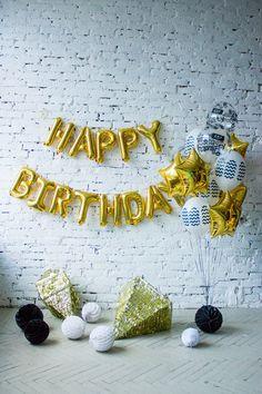 Золотые фольгированные звезды и черно-белые шары | Золотые фольгированные буквы happy birthday | Идея для фотосессии | Идеи для подарка на день рождения | Gold foil star and bkack white balloons ideas | gold foil letter balloons