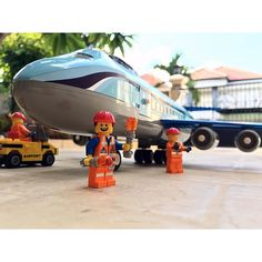 Jumbo Jet! I'm busy with work atm so im taking a little time off legos i'll be back guys  #legoception #lego #legos #legophotography #instalego #instabrick #bricklink #legostagram #afol #awesome #brickcentral #legocity #legomovie #legominifigures #minifig #potd #toy #toys #toyphotography #emmet #picoftheday #legoart #legomoc #airplane #jumbo #a330 #airbus #plane #planelovers #airport by legoception