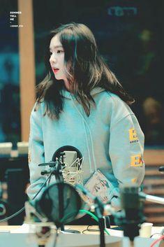 """she's so beautiful"" Seulgi, Park Sooyoung, Snsd, Good Raps, Ideal Girl, Fan Picture, Kim Yerim, Red Velvet Irene, Kpop Aesthetic"