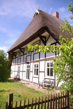 Old farmhouse in Isernhagen near Hannover, Niedersachsen (Lower Saxony), Northern Germany.