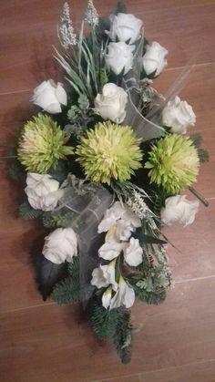 Pretty Flowers, Pink Flowers, Funeral Sprays, Little Peach, Funeral Flowers, Arte Floral, Mesh Wreaths, Tulips, Floral Arrangements