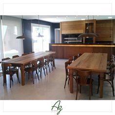 Mais um projeto concluído ✔️ Nossas mesas de jantar em madeira de demolição de pipas de vinho compondo a decoração deste amplo salão de festas. Projeto: Juarez Ranzi  Conheça nosso site: azartenatural.com