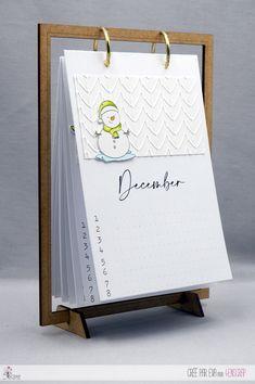 """Eva : #Tampons et #matrices de coupe #dies #4enSCRAP """"#calendrier d'#anniversaires 2021"""" #hiver #scrapbooking #DIY #loisirscréatifs #mois #date Mini Albums, Home And Deco, Tampons, 7 And 7, Calendar, Scrapbooking Diy, Birthday Calendar Board, Handmade Cards, Birthdays"""