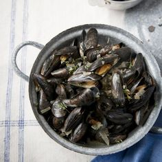 Mussels with dry sherry, garlic and thyme recipe - Woman And Home