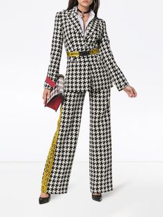 Great news, Off-White single breasted houndstooth virgin wool blend blazer is available at Farfetch Hong Kong! Shop now and take advantage of fast delivery and free returns. Off White Fashion, Black Women Fashion, Girl Fashion, Fashion Looks, Fashion Outfits, Dress Outfits, Off White Blazer, Urban Fashion Trends, White Suits