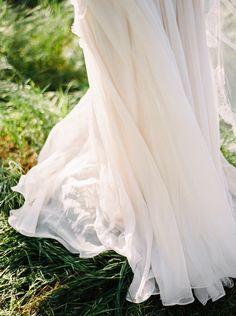 Photography: Donny Zavala - www.donnyzavalaphotography.com   Read More on SMP: http://www.stylemepretty.com/2016/05/19/sunlit-malibu-hills-bride/