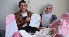 """Diyarbakır'ın Ergani ilçesinde ikamet eden Çelik ailesi, yeni doğan kız çocuklarına """"Evet"""" adını koydu. Baba Mustafa Çelik, """"Referandumda 'evet' oyu vereceğimiz için kızımıza 'evet' ismini verdik"""" dedi.  Diyarbakır'ın Ergani ilçesi İncehıdır köyü Geçitli mezrasında ikamet eden Çelik ailesi, yeni...  #Adını, #Çocuğunun, #Doğan, #Evet', #Koydu, #Yeni http://havari.co/yeni-dogan-cocugunun-adini-evet-koydu/"""