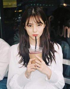 한소희 Korean Bangs Hairstyle, Hairstyles With Bangs, Korean Beauty, Asian Beauty, Korean Photography, Korean Short Hair, Pretty Korean Girls, Cute Poses For Pictures, Alternative Makeup
