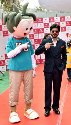 Shah Rukh Khan in Delhi for the launch of theme park KidZania. at the Mumbai airport. #Bollywood #Fashion #Style #Handsome