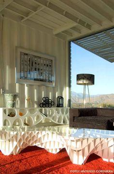 #LIVING de una #casa construida en base a contenedores reciclados mediante un sistema modular por los arquitectos James y Mau para Infiniski, esta casa de diseño bioclimático es, sin dudas, manifiestamente ecológica. Fotos: Antonio Corcuera. PROYECTO: Infiniski Manifesto House - Arquitecto: James & Mau. #ecologia #house