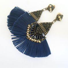 Brinco artesanal de leque azul R$ 8,00