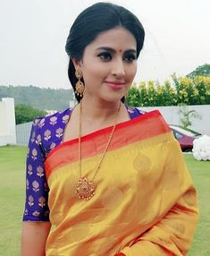 How to Get A Designer Saree Look with a Simple Saree How to Get A Designer Saree Look with a Simple Saree,blouse design get New look to your old sarees Related posts:Flores,Flores Comencemos con. Blouse Neck Patterns, Blouse Designs High Neck, Fancy Blouse Designs, Designer Blouse Patterns, Pattern Blouses For Sarees, High Neck Kurti Design, Kalamkari Blouses, Designer Saree Blouses, Latest Blouse Patterns