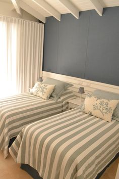 Ideas Bedroom Blue Vintage Decorating Ideas For 2019 Bedroom Bed Design, Small Room Bedroom, White Bedroom, Bedroom Colors, Home Decor Bedroom, Modern Bedroom, Twin Girl Bedrooms, Guest Bedrooms, Bedroom Layouts