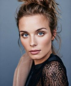 messy bun, light eyes, rose gold, natural makeup