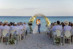 Wedding Stéphanie & Thomas en Corse sur la plage de Palombaggia Website Design, Social Platform, Maine, Dolores Park, Travel, Pastel, Weddings, Corse, The Beach